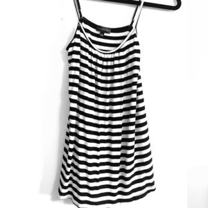 Adjustable black and white tank